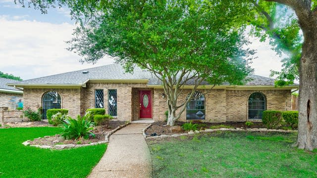 Photo 1 of 35 - 1521 Cherbourg Dr, Plano, TX 75075