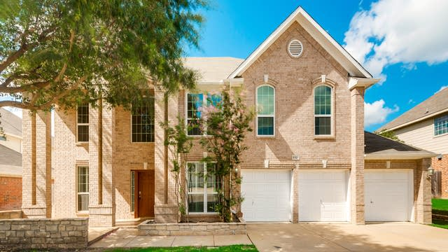 Photo 1 of 33 - 8329 Summer Park Dr, Fort Worth, TX 76123