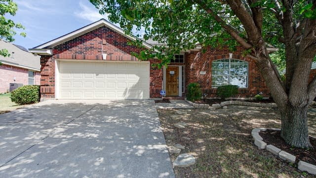 Photo 1 of 33 - 5404 Ridge View Dr, Watauga, TX 76137