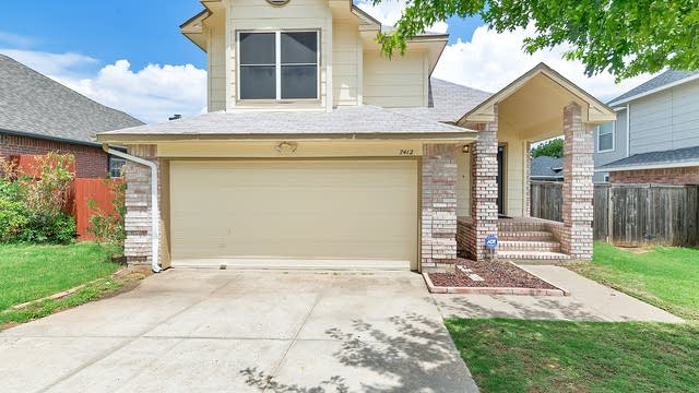 Photo 1 of 21 - 7412 Ashcroft Cir, Fort Worth, TX 76120