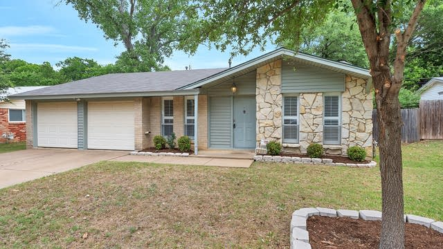 Photo 1 of 22 - 2009 Charleston Dr, Bedford, TX 76022