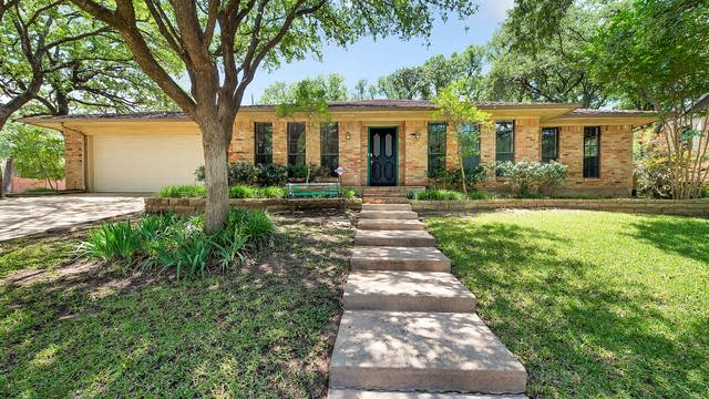 Photo 1 of 32 - 2233 Stafford Dr, Arlington, TX 76012