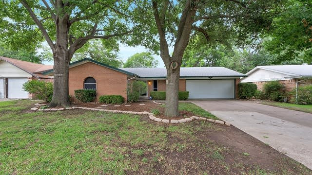 Photo 1 of 26 - 1316 Kiowa Dr, Arlington, TX 76012