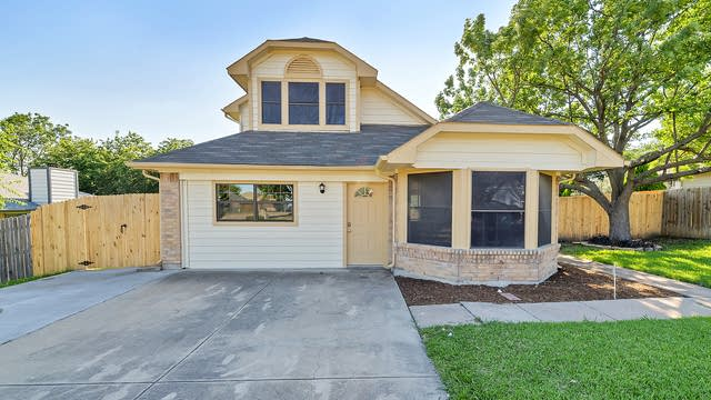Photo 1 of 27 - 301 N Long Rifle Dr, Fort Worth, TX 76108