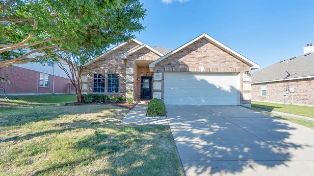 Photo 1 of 21 - 816 Crystal Dr, Burleson, TX 76028