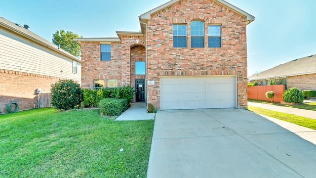 Photo 1 of 31 - 5921 Saddle Flap Dr, Fort Worth, TX 76179