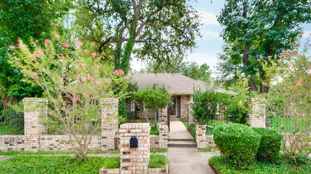 Photo 1 of 28 - 1200 Wedglea Dr, Bedford, TX 76021
