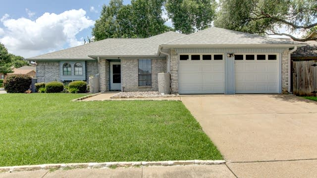 Photo 1 of 19 - 7901 Berrybrook Dr, Watauga, TX 76148