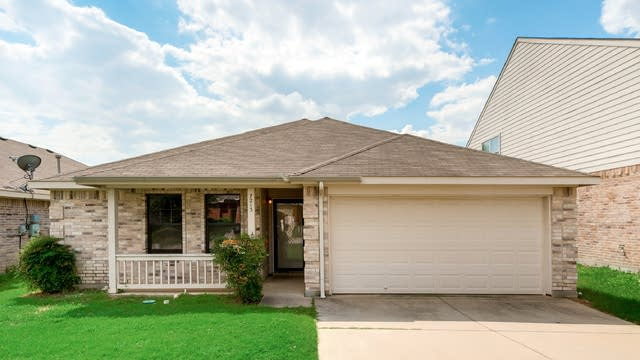 Photo 1 of 30 - 7213 Lindentree Ln, Fort Worth, TX 76137