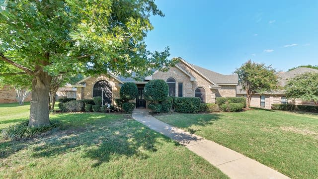 Photo 1 of 31 - 1401 Treeline Dr, DeSoto, TX 75115