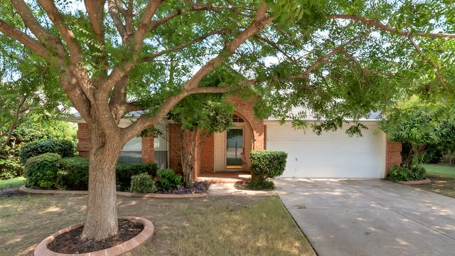 Photo 1 of 24 - 6708 Wooddale Dr, Watauga, TX 76148