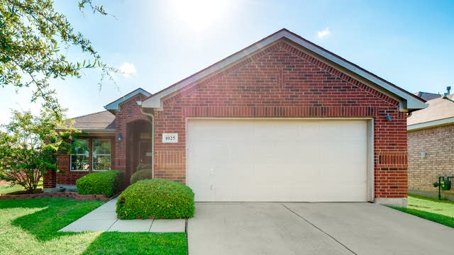 Photo 1 of 30 - 1025 Halifax Ln, Forney, TX 75126
