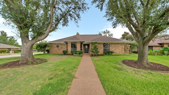 Photo 1 of 30 - 3608 Woodhaven Ct, Bedford, TX 76021