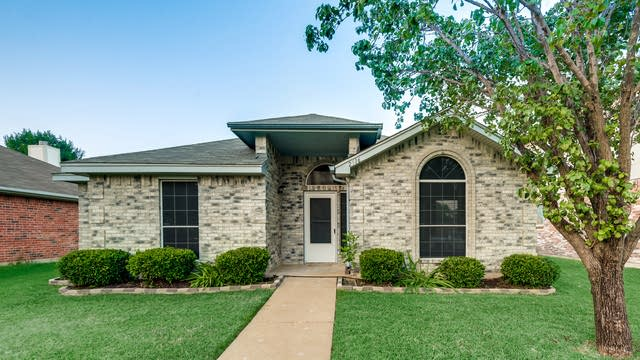 Photo 1 of 30 - 2516 Helen Ln, Mesquite, TX 75181