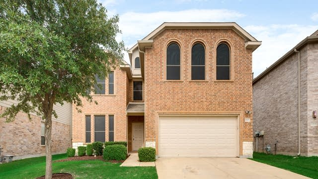 Photo 1 of 33 - 8809 Golden Sunset Trl, Fort Worth, TX 76244