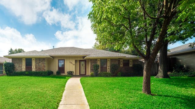 Photo 1 of 26 - 2616 Winfield Dr, Plano, TX 75023