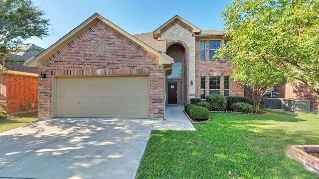Photo 1 of 32 - 4407 Emerald Leaf Dr, Mansfield, TX 76063