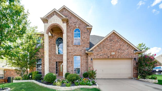 Photo 1 of 36 - 10105 Merrill Ln, Fort Worth, TX 76177