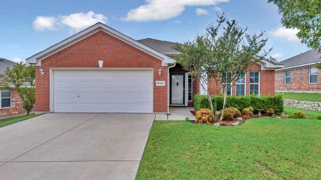 Photo 1 of 27 - 10412 Hogan Dr, Benbrook, TX 76126