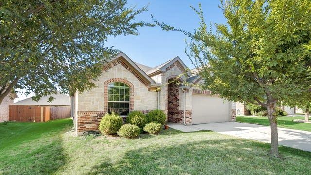 Photo 1 of 33 - 1325 Shelley Dr, Burleson, TX 76028