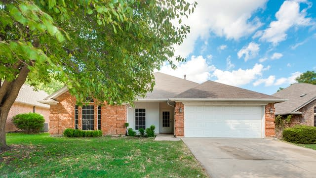 Photo 1 of 24 - 1040 Westgrove Dr, Saginaw, TX 76179