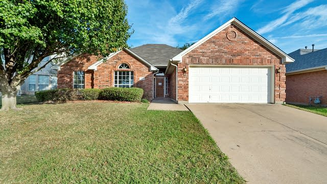 Photo 1 of 23 - 4816 Barberry Dr, Fort Worth, TX 76133