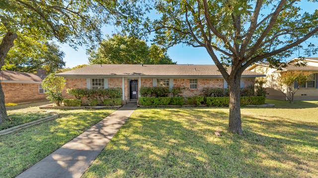 Photo 1 of 24 - 719 Kennedy Ave, Duncanville, TX 75116