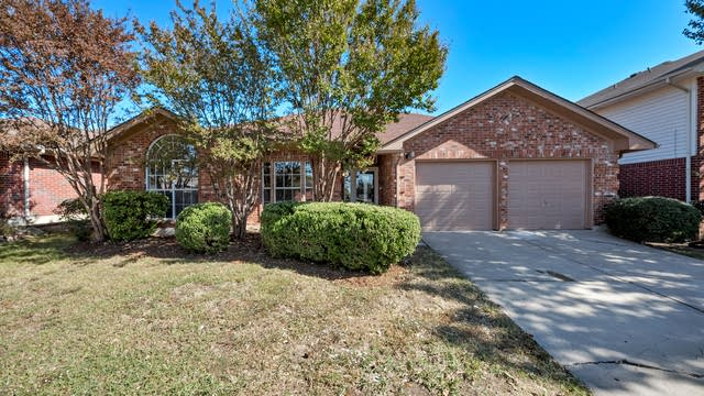 Photo 1 of 27 - 6207 Woolwich Dr, Arlington, TX 76001