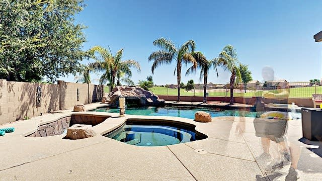 Photo 1 of 42 - 33 N 119th Ave, Avondale, AZ 85323
