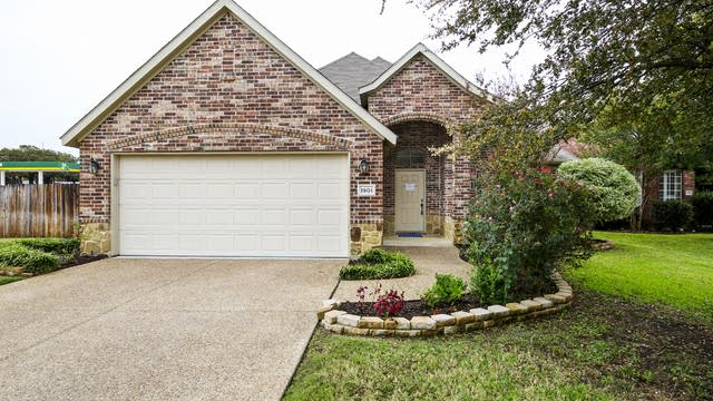 Photo 1 of 26 - 1901 Bentwood Ct, Grapevine, TX 76051