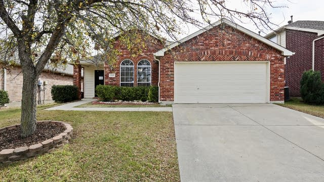 Photo 1 of 38 - 13349 Ridgepointe Rd, Fort Worth, TX 76244