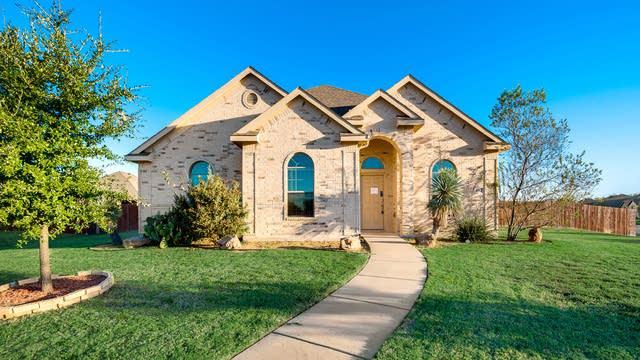 Photo 1 of 32 - 107 Thorncreek Cir, Red Oak, TX 75154