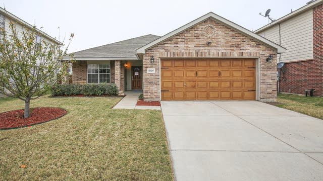Photo 1 of 25 - 8429 Star Thistle Dr, Fort Worth, TX 76179