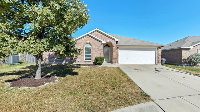 Photo 1 of 26 - 3613 Princess Victoria Ct, Fort Worth, TX 76137