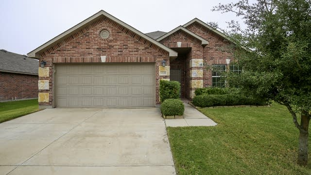 Photo 1 of 28 - 10229 Fossil Valley Dr, Fort Worth, TX 76131
