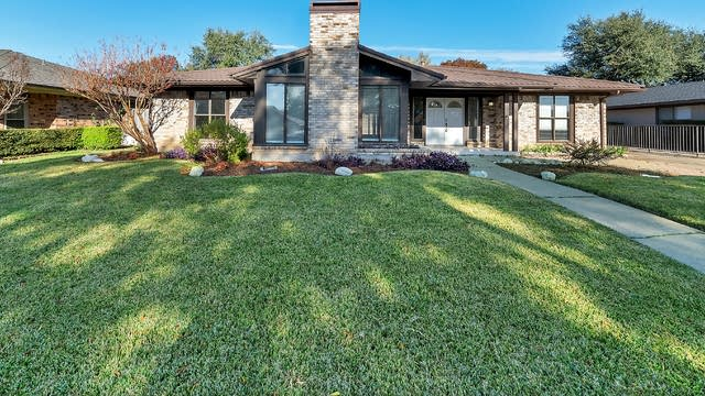 Photo 1 of 31 - 4516 Cinnamon Hill Dr, Fort Worth, TX 76133