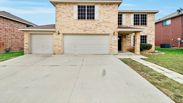 Photo 1 of 42 - 8207 Wesson Rd, Arlington, TX 76002