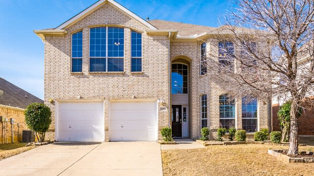 Photo 1 of 34 - 9945 Appletree Way, Fort Worth, TX 76244