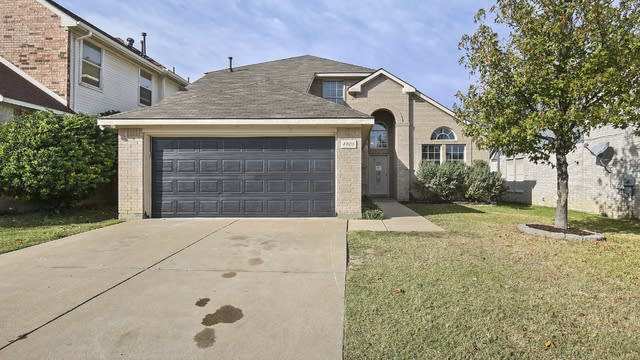 Photo 1 of 34 - 4905 Woodmeadow Dr, Fort Worth, TX 76135