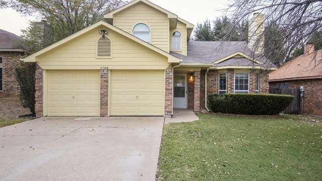 Photo 1 of 30 - 5708 Stone Meadow Ln, Fort Worth, TX 76179
