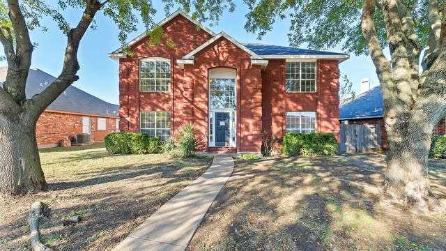 Photo 1 of 27 - 907 Moore St, Cedar Hill, TX 75104