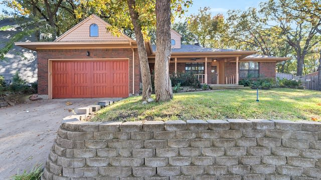 Photo 1 of 27 - 2161 Steeplewood Dr, Grapevine, TX 76051