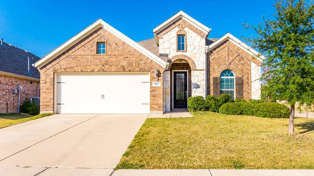 Photo 1 of 30 - 1517 Nightingale Dr, Aubrey, TX 76227