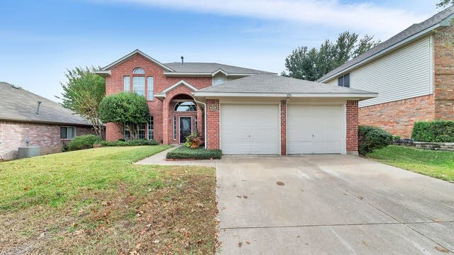 Photo 1 of 35 - 4524 Queenswood Dr, Grand Prairie, TX 75052