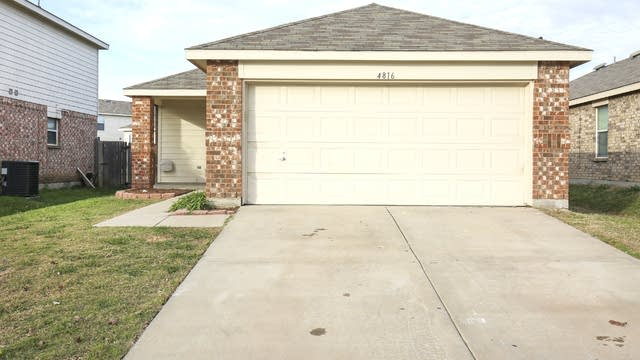 Photo 1 of 25 - 4816 Waterford Dr, Fort Worth, TX 76179