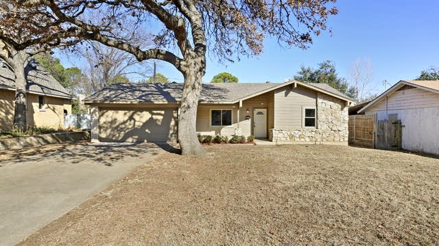 Photo 1 of 26 - 1707 Chip N Dale Dr, Arlington, TX 76012
