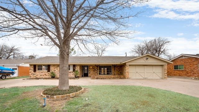 Photo 1 of 30 - 4925 Redondo St, North Richland Hills, TX 76180