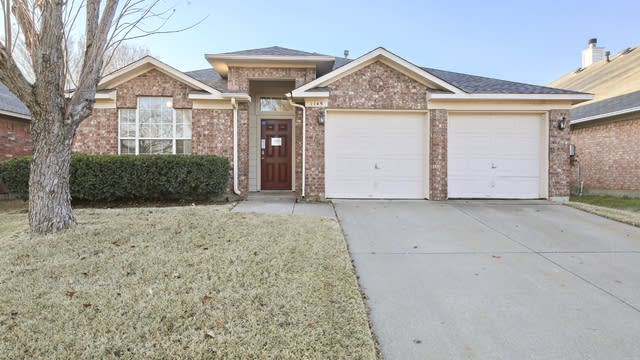 Photo 1 of 29 - 1145 Victoria Dr, Saginaw, TX 76131