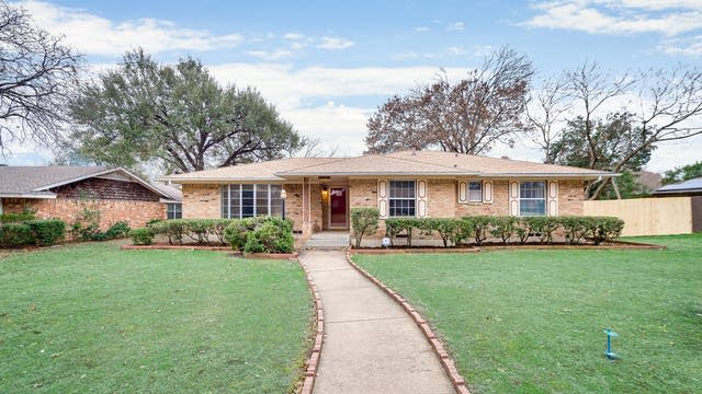 Photo 1 of 30 - 222 Shockley Ave, DeSoto, TX 75115