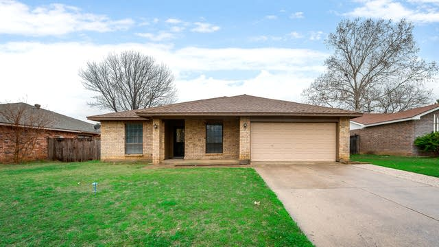 Photo 1 of 33 - 2925 Beachtree Ln, Bedford, TX 76021